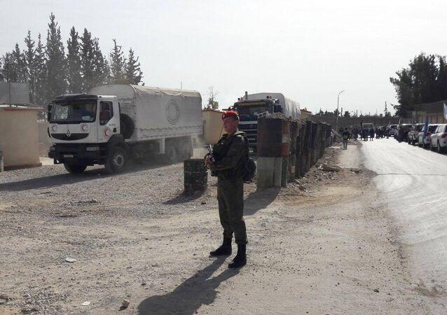 Des militaires russes assurent la sécurité de la livraison de l'aide humanitaire