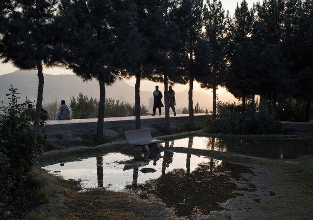 Des gens dans une rue de Kaboul.