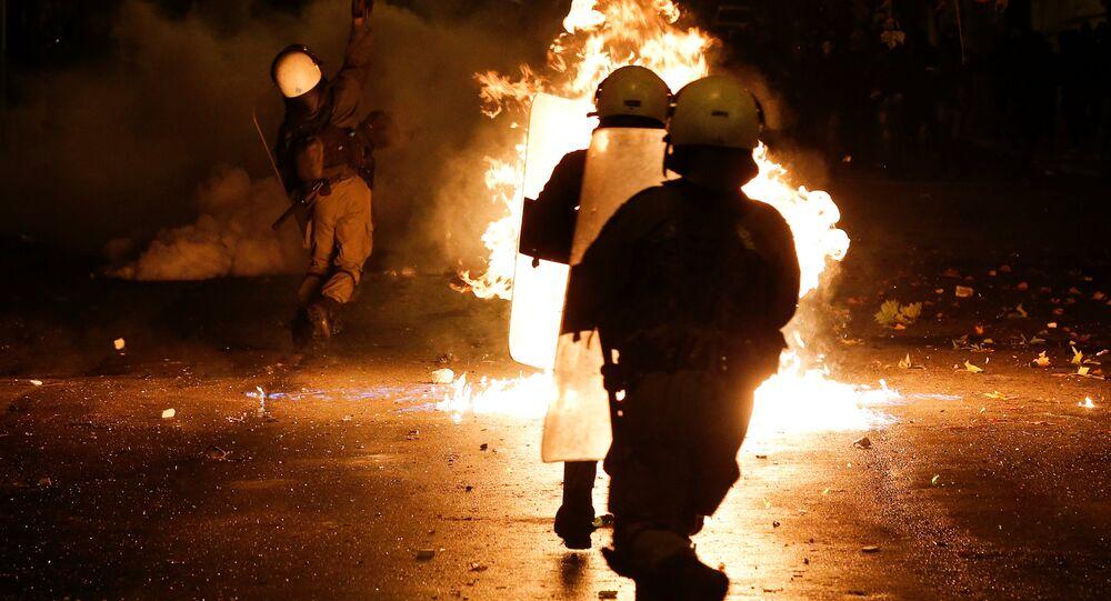 Entre gaz lacrymogène et cocktails Molotov: la tension monte à Athènes