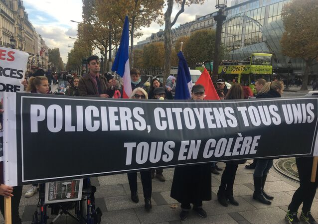 Une manifestation de soutien aux forces de l'ordre à Paris
