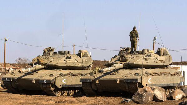Des chars israéliens Merkava près de la frontière syrienne dans le Golan - Sputnik France