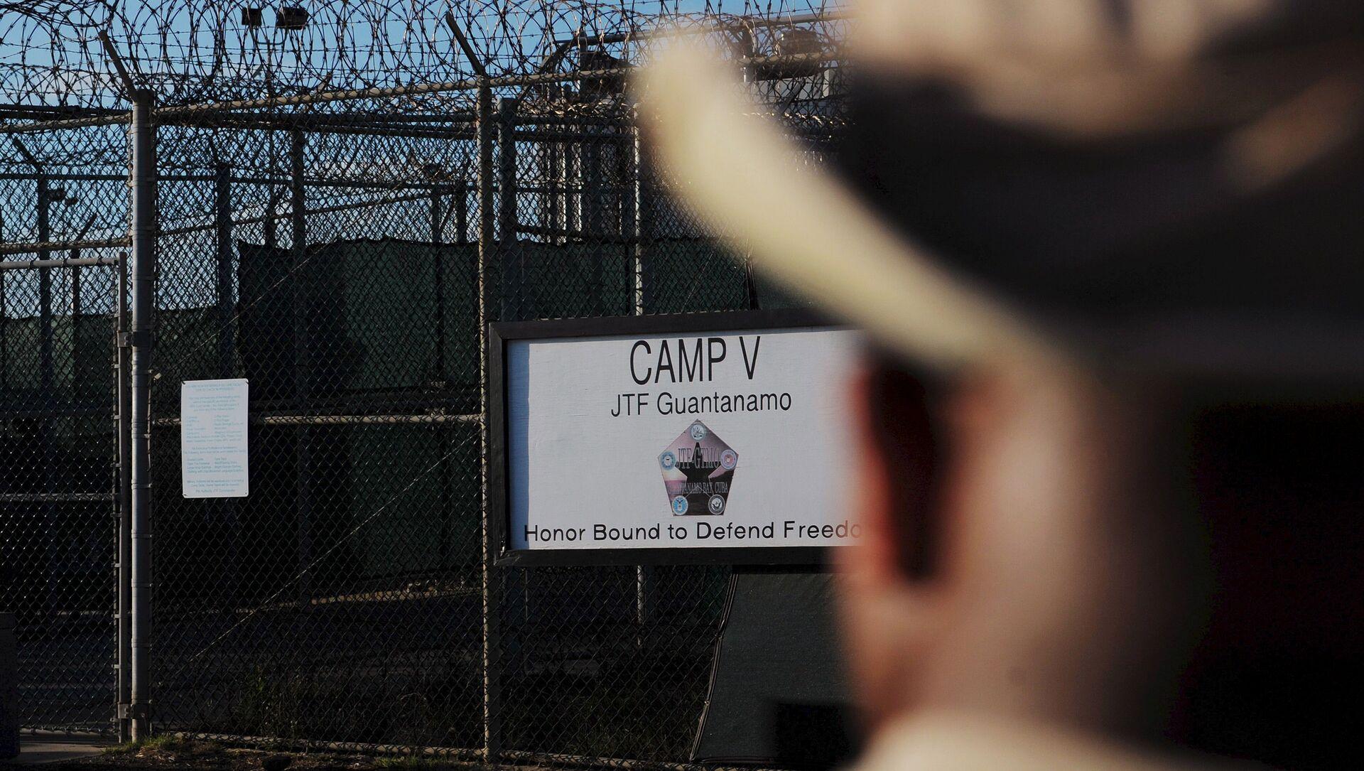 L'extérieur du centre de détention Camp Five est visible à la station navale américaine de Guantanamo Bay le 10 décembre 2008 sur cette image de pool revue par l'armée américaine. - Sputnik France, 1920, 09.09.2021