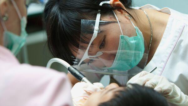Chinese female centenarian gets new teeth - Sputnik France
