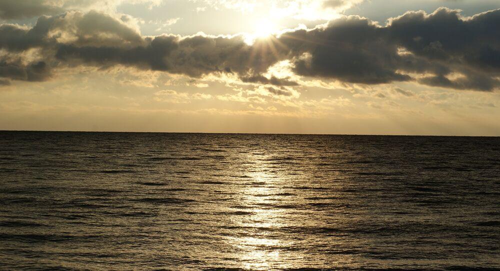 Le lever du soleil près de la mer Noire