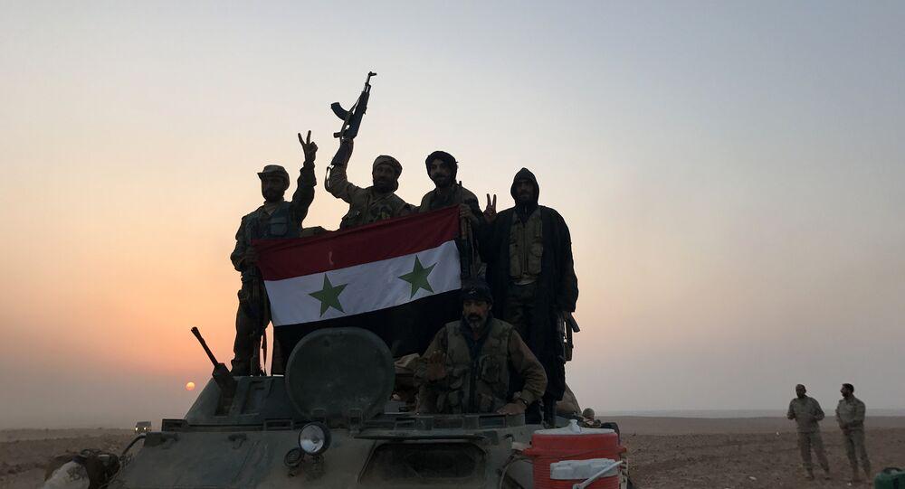 Les militaires syriens près d'Abou Kamal