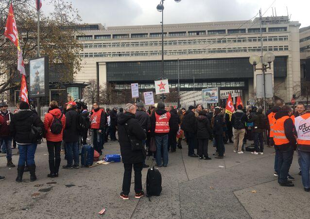 Manifestants devant Bercy le 30 novembre