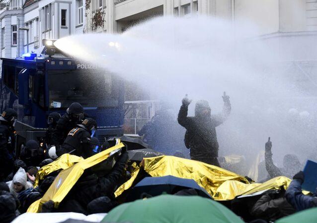 La police disperse une manifestation à Hanovre