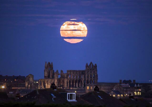 La «Super Lune» dans différents endroits du monde
