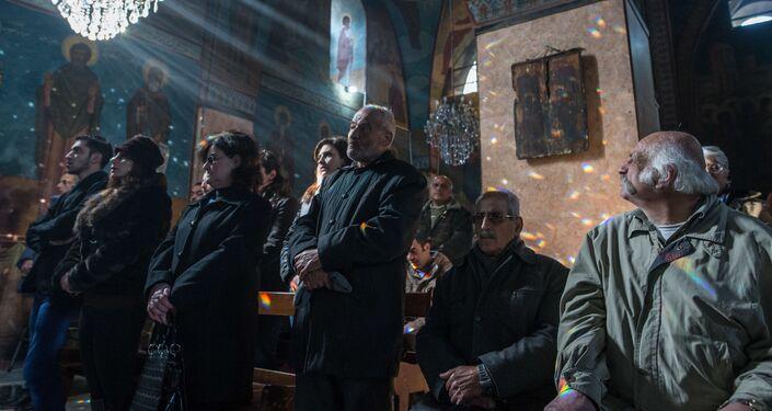 Lors d'un service dans une église à Homs