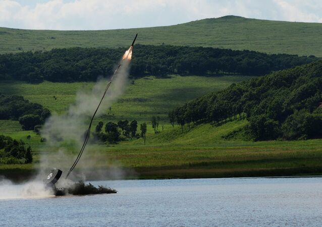 Le véhicule de déminage russe UR-77