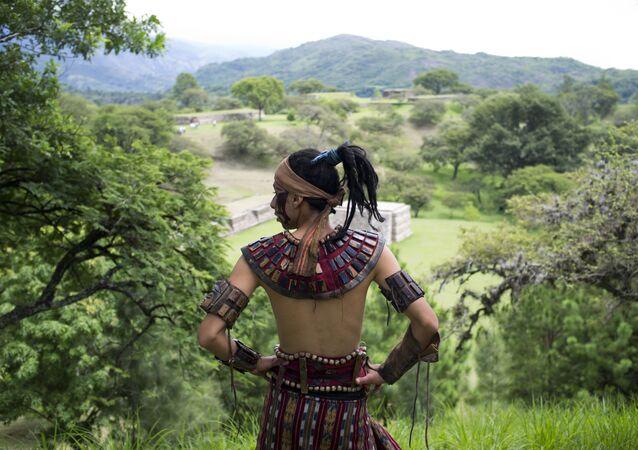 Une tenue maya