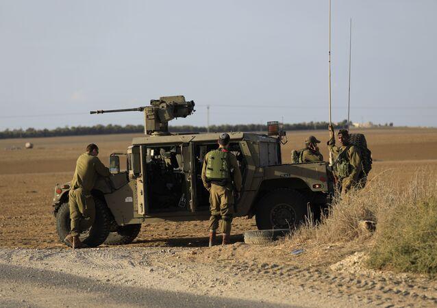 Des soldats israéliens près de la frontière avec la bande de Gaza