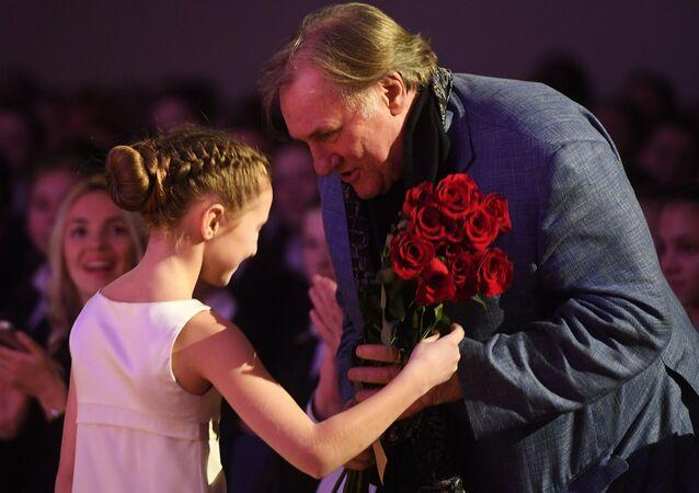 Depardieu époustouflé par cette école «unique au monde» des futures combattantes russes