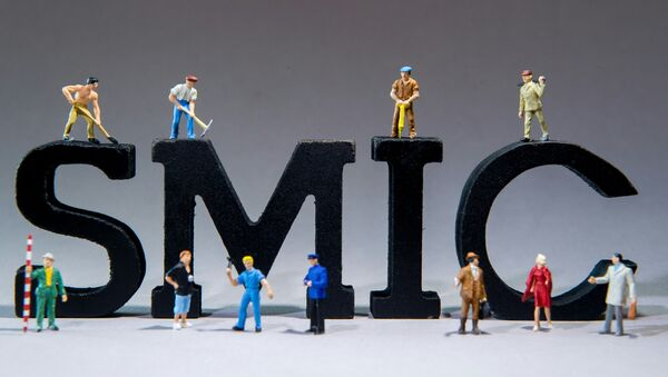 A picture taken on December 4, 2015 in Lille shows figurines of workers set around the acronym SMIC Salaire minimum de croissance - statutory minimum wage - Sputnik France