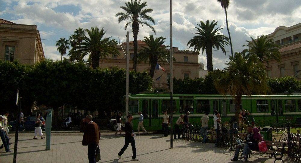 Vue de l'ambassade de France depuis la place de l'Indépendance