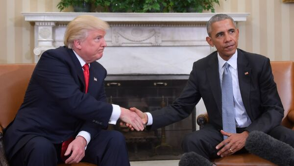 US President Barack Obama and President-elect Donald Trump shake hands during a transition planning meeting in the Oval Office at the White House on November 10, 2016 - Sputnik France