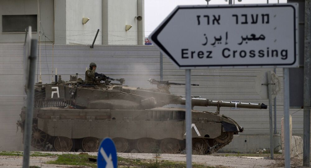 Un char israélien près du poste-frontière d'Erez