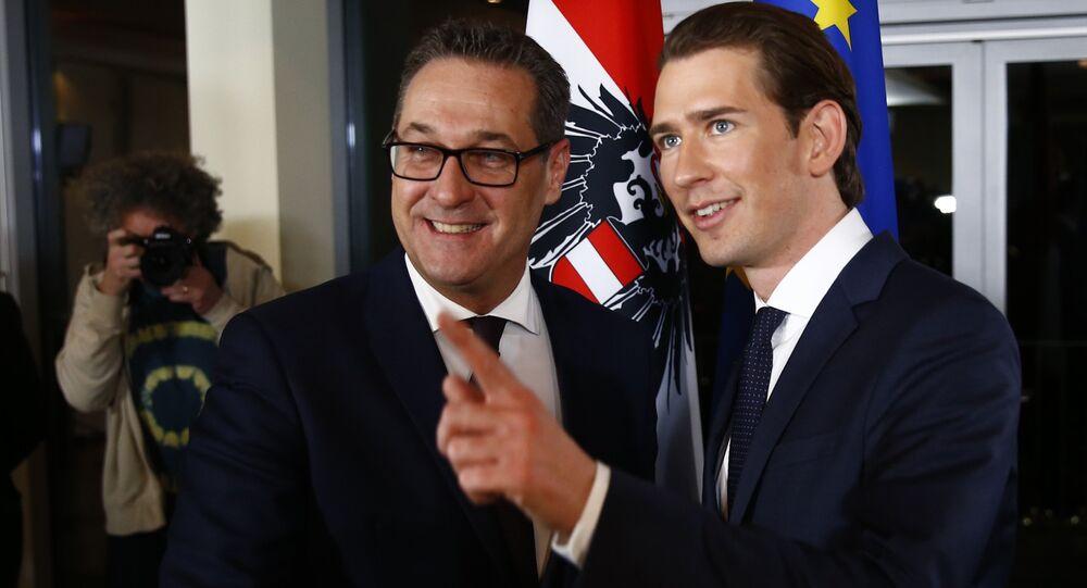 Heinz-Christian Strache et Sebastian Kurz après la présentation de leur programme de gouvernement à Vienne