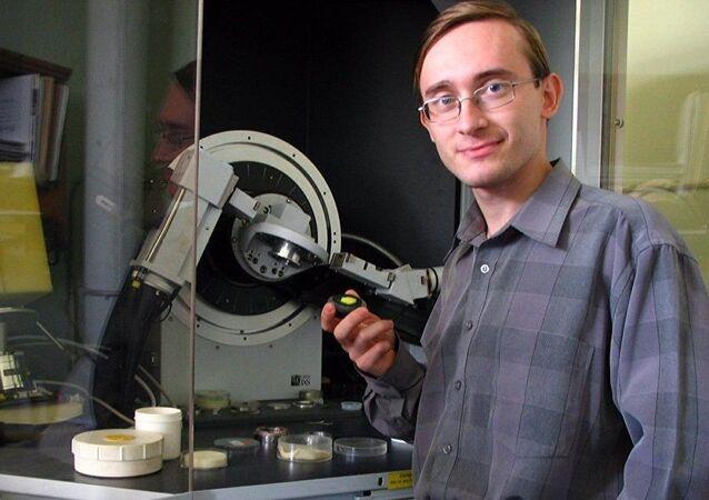 Le chercheur Maxim Molokeev de l'Université fédérale de Sibérie et de l'Institut de physique Kirenski