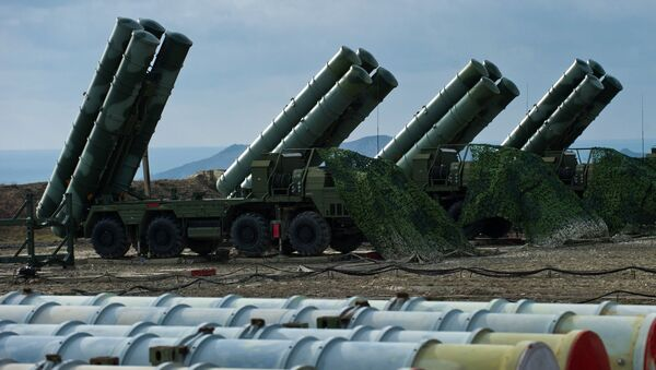 Un régiment de systèmes de missiles sol-air S-400 - Sputnik France