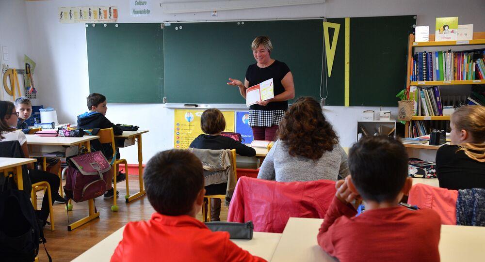 Éducation nationale: hausse des effectifs, chute du niveau, qui est coupable?