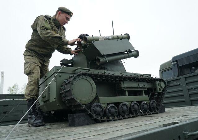 Un robot  Platforma-M au service de la Flotte russe de la Baltique