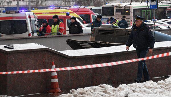 Une vidéo du bus qui rentre dans un passage piéton souterrain à Moscou publiée - Sputnik France