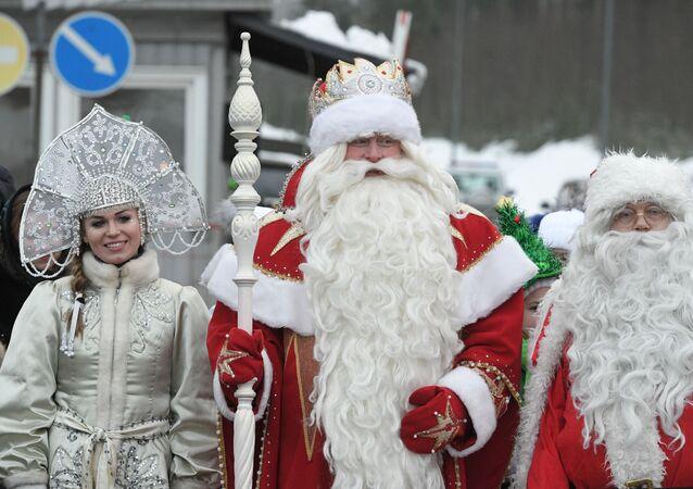 Le Père Noël russe, Ded Moroz, et le Père Noël de Laponie, Joulupukki