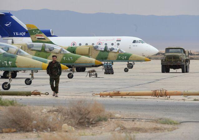 Des L-39 de l'armée de l'air syrienne dans un aérodrome à 50 km de Palmyre