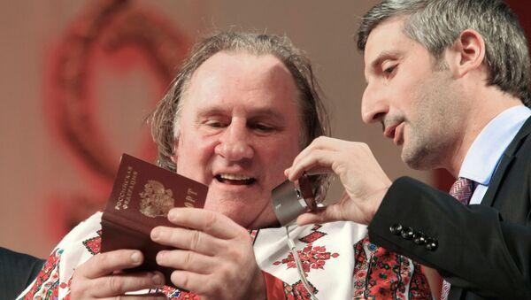 Depardieu avec le passeport russe - Sputnik France