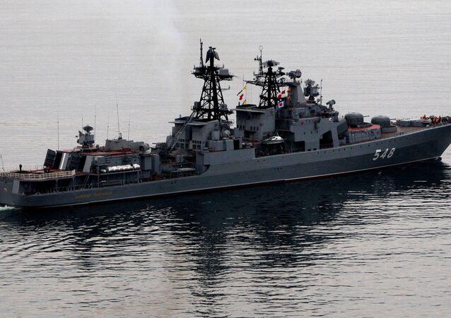 Le grand bâtiment de lutte anti-sous-marine Admiral Panteleev