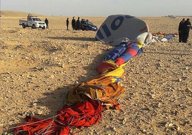 Les restes du ballon écrasé près de Louxor