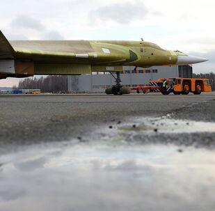 Le bombardier stratégique Tu-160M2