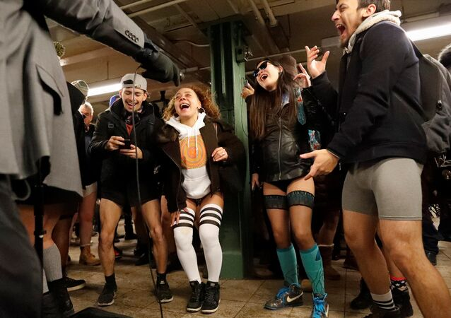 Voyage en métro sans pantalons (No Pants Subway Ride)