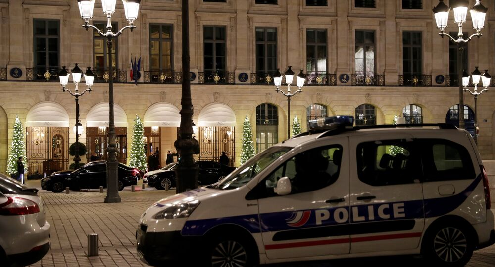 Vol à main armée au Ritz à Paris, trois interpellations