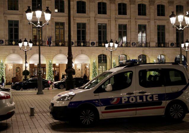 Vol à main armée au Ritz à Paris, trois interpellations