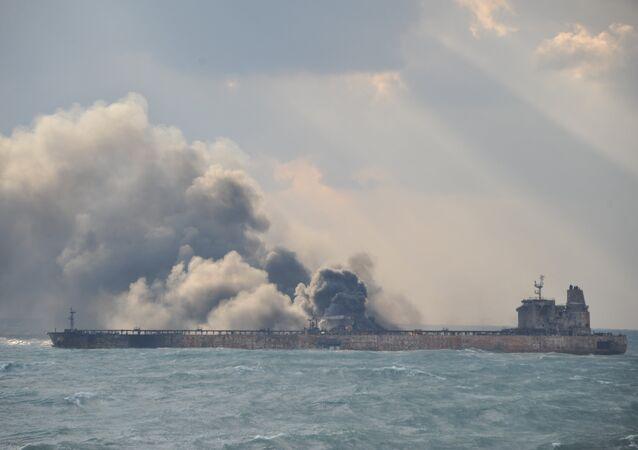 Le pétrolier Sanchi en flammes au large de la Chine