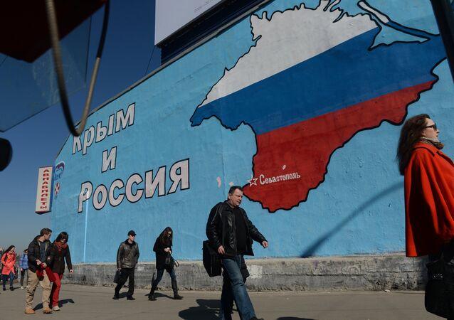 Un graffiti La Crimée et la Russie - ensemble pour toujours