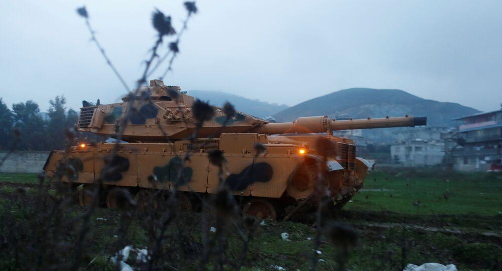Forces turques à la frontière syro-turque