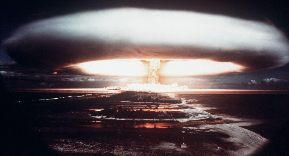 Une test nucléaire français à Mururoa (1971)