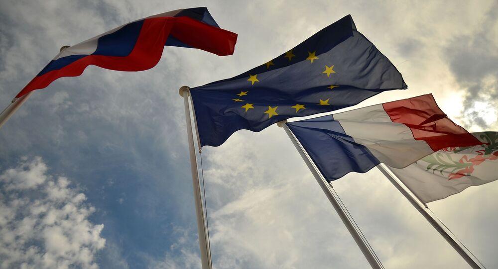 Drapeaux de la Russie de l'UE et de la France