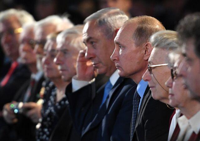 Vladimir Poutine et Benjamin Netanyahu pendant les commémorations de la Journée de l'Holocauste au Musée juif de Moscou