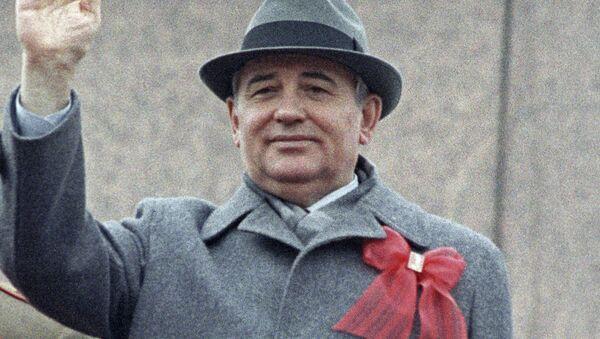 Mikhaïl Gorbatchev sur la place Rouge de Moscou (photo d'archives) - Sputnik France
