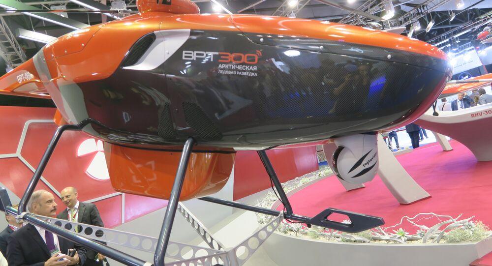 Un hélicoptère télécommandé  VRT300