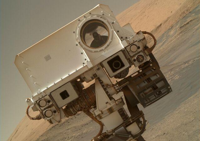 Le rover Curiosity sur Mars