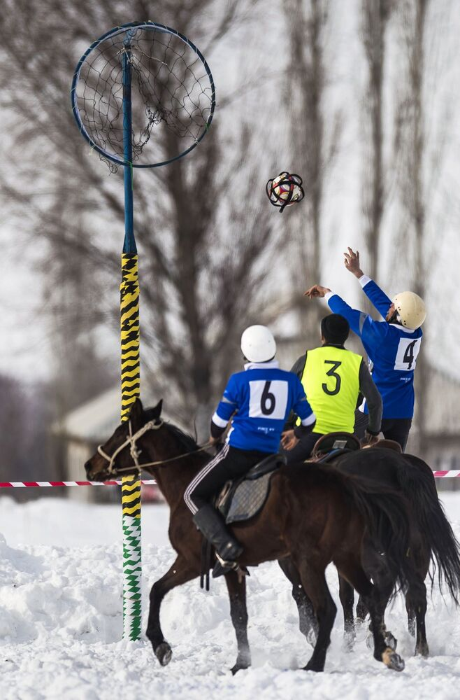 Compétitions de horseball au Kirghizistan