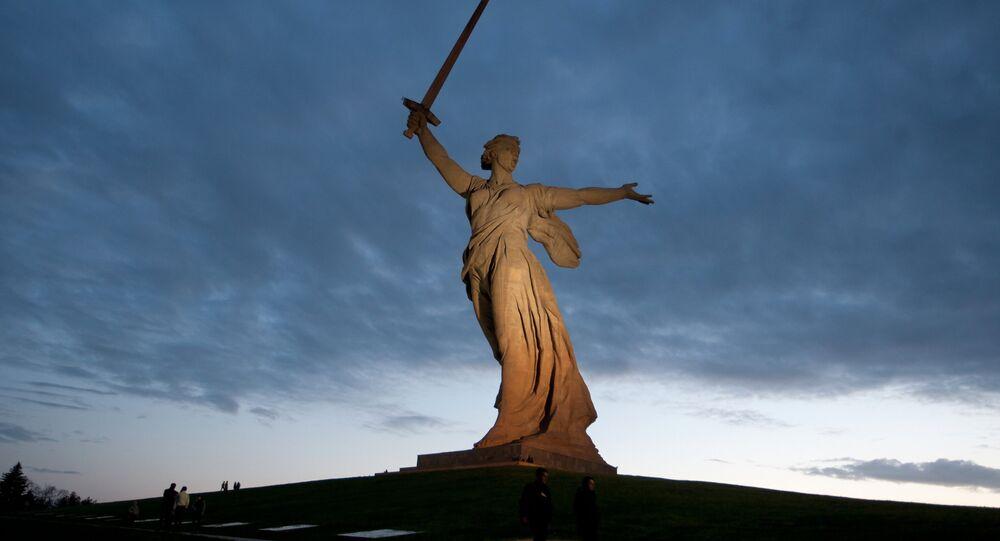 Le monument La mère Patrie appelle dédié aux héros de la bataille de Stalingrad