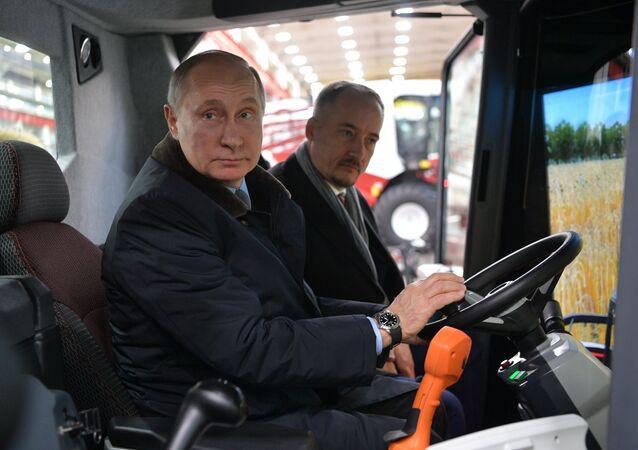 Vladimir Poutine à Rostselmach