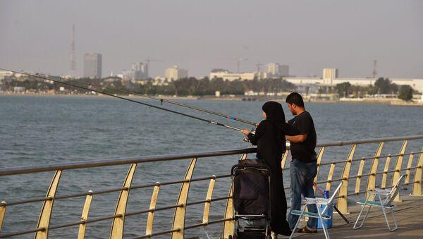 Couple saoudien péchant sur la plage de Djeddah - Sputnik France