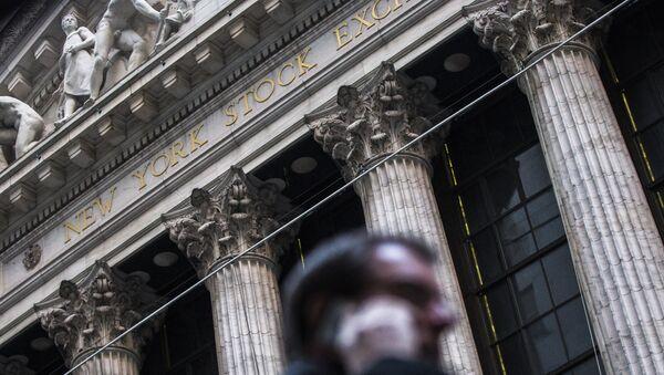 Фондовые индексы США начали расти после резкого падения - Sputnik France